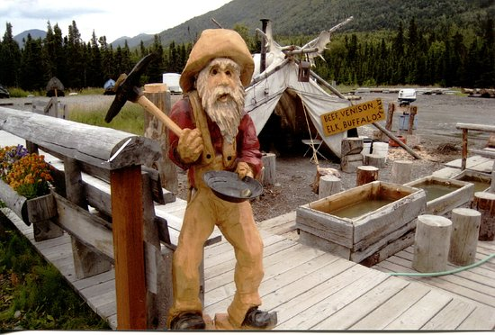 Cooper Landing, AK: Prospector Johns wood carving