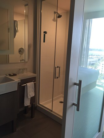 the infamous 39 middle bathroom door 39 at springhill suites. Black Bedroom Furniture Sets. Home Design Ideas