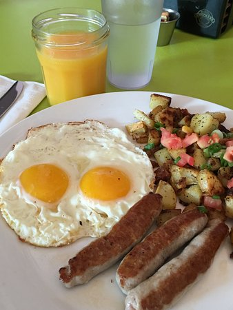 Bogie's Cafe: Sunny side up with sausage