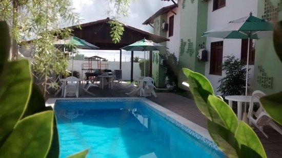Hotel Recanto da Costeira: A foto foi tirada do refeitoro . Otimo ambiente.