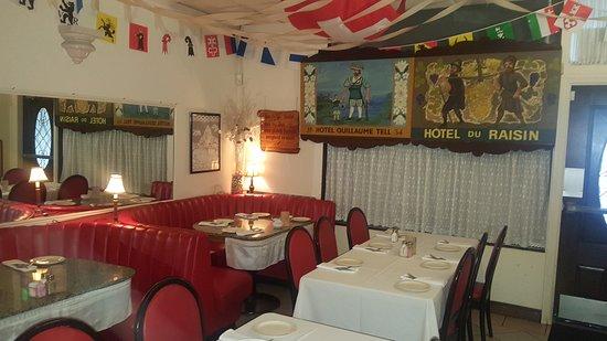 Swiss Chef USA: Main dinning room