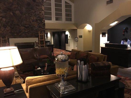Embassy Suites by Hilton Flagstaff: photo0.jpg
