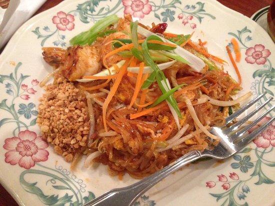Lotus of Siam: phat thai