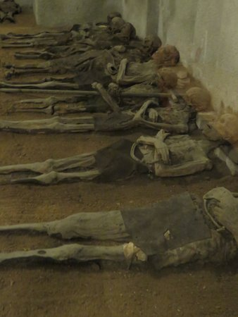 Brno, Republik Ceko: 17th Century Mummified Capuchin friars in vault