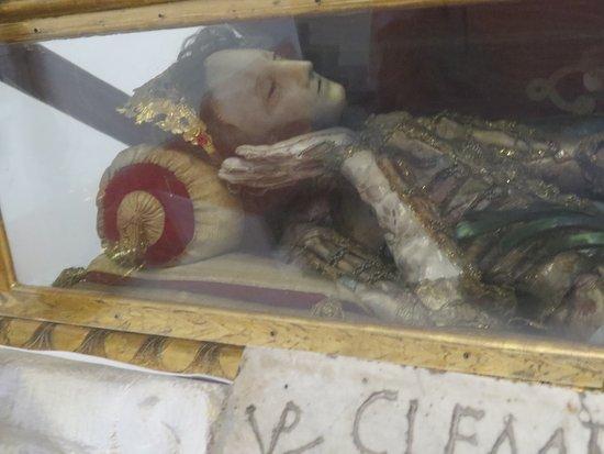 Brno, República Checa: Mummified body in vault