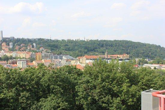 NH Prague City: Nette Aussicht auf den neueren Teil von Prag