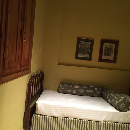 St. Jordi Apartments: Single bedroom near front door-quiet