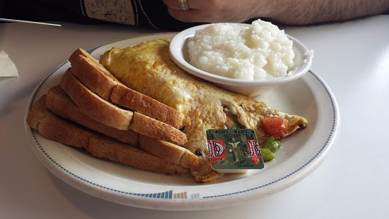 Belvedere Coffee Shop: Belvedere omelette with toast and grits