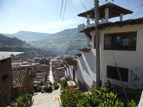 Otuzco, Peru: Der Fußweg von der Plaza zum Mirador (rechts)