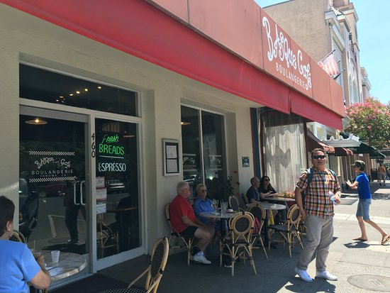 Basque Boulangerie Cafe: Outdoor seating