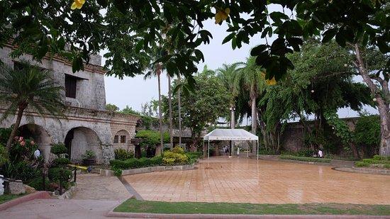 Fort San Pedro: 들어가자마자 보이는 공간