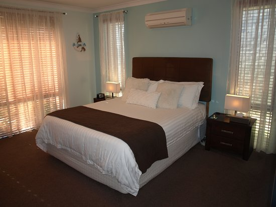 Baudins of Busselton: Queen Room 1