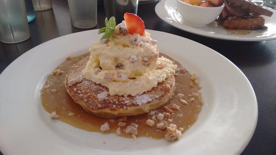 Cafe By The Beach: Butterscotch Macadamia Pancakes - so good!