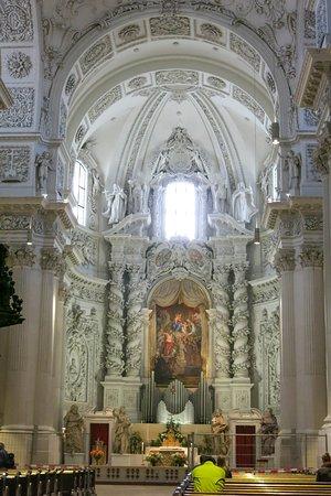 Theatinerkirche St. Kajetan: Bernini-inspired high altar