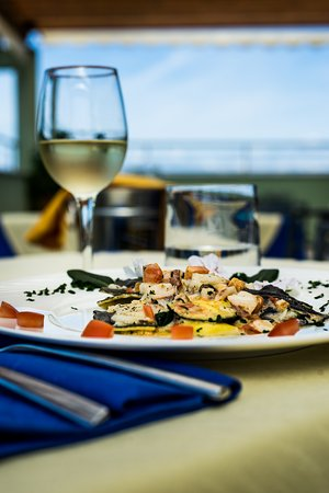 Cena in terrazza - Picture of Ristorante Quartocielo, San Vincenzo ...