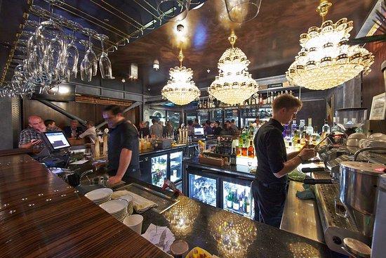 Best Western Premier Terrace Hotel: Bar Area