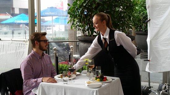 Best Western Premier Terrace Hotel: Front Terrace