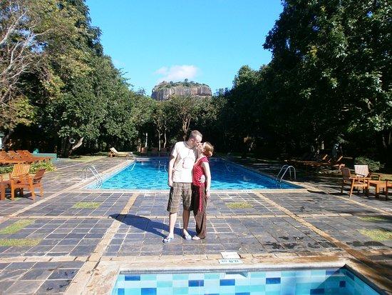 Hotel Sigiriya: Pool mit Aussicht