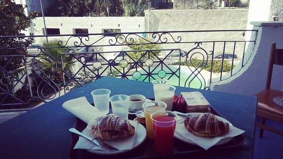 Villa Thomas B&B : ottima colazione e ottima accoglienza...