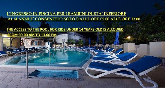 Hotel Villa Sanfelice: piscina notte