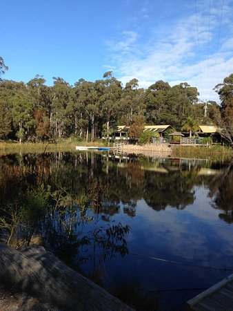 Tathra, Αυστραλία: The lake that you can use the canoe in. Also the flying fox runs over this.