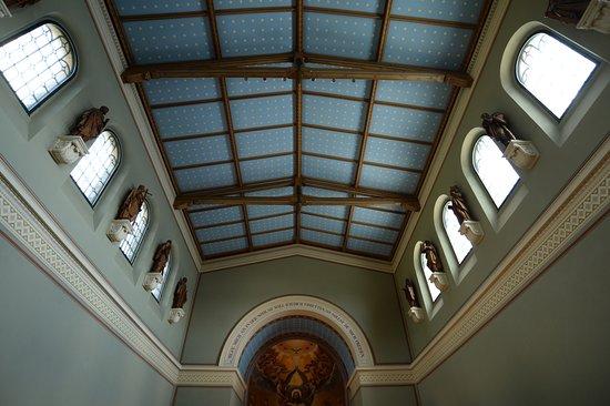 Heilandskirche am Port von Sacrow : zu viel moderne Farbe