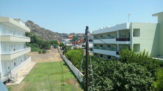 Tsampika Hotel : Vedlejší Aqua park, ale tento nedoporučuji. Je proti Watepparku, co je na okraji města úplné nic