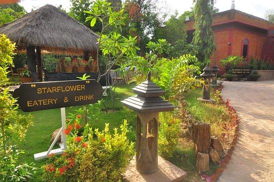 Kaytumadi Dynasty Hotel : View of entrance