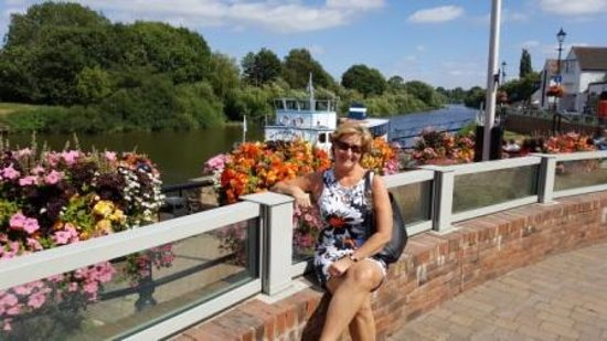 Swan Hotel: The Swan in the background. Eve Grace-Kelly by the gorgeous flowers