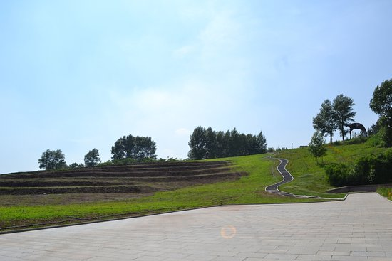 World Sculpture Park : way to the top of the hill