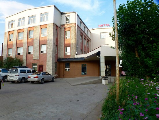 50 100 Hotel & Restaurant: 50-100 Hotel parking and entry