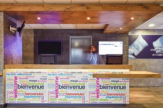 Ibis Budget Aeroport Marseille Provence: Desk1
