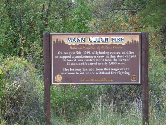 Gates of the Mountains: Information sign about a wild fire
