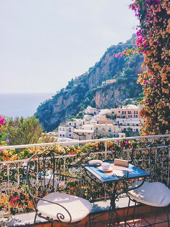 Positano Art Hotel Pasitea: View from the balcony of our room (Room 106)
