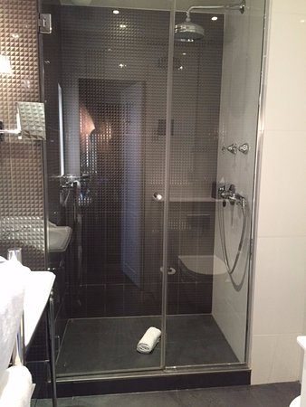 Belle douche l 39 italienne picture of hotel les dames du pantheon paris tripadvisor for Photo douche italienne