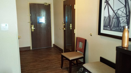 Marshall, MI: Entry in handicap accessible king room