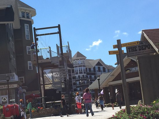 Snowshoe, Virginia Occidental: village zip line