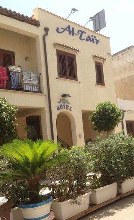 Hotel Al-Tair : Esterno hotel - all'interno ha anche un piccolo giardino