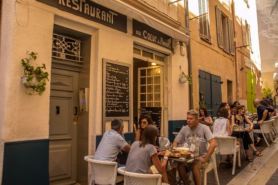 eating in the street photo de au coeur du panier marseille tripadvisor. Black Bedroom Furniture Sets. Home Design Ideas