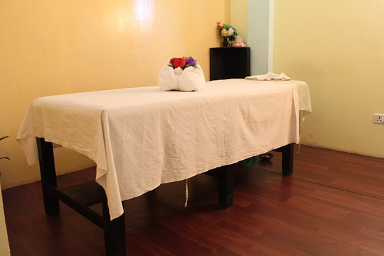 Superbe Mount Kailash Resort: Spa Massage Table