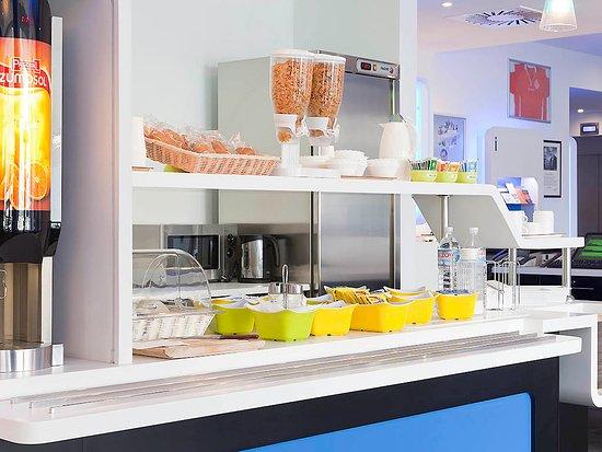 Sucy-en-Brie, Francja: Buffet petit déjuner