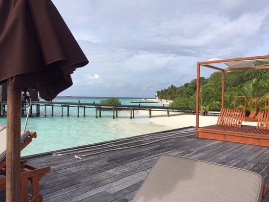 ลิลี่ บีช รีสอร์ท แอนด์ สปา-ออล อินคลูซีฟ: View of the beach from Aqua Bar