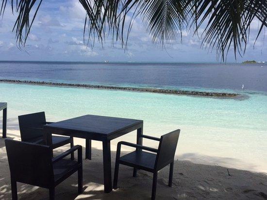 ลิลี่ บีช รีสอร์ท แอนด์ สปา-ออล อินคลูซีฟ: You could have breakfast or lunch on the beach