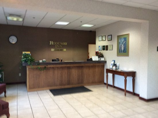 Montgomeryville, PA: front desk