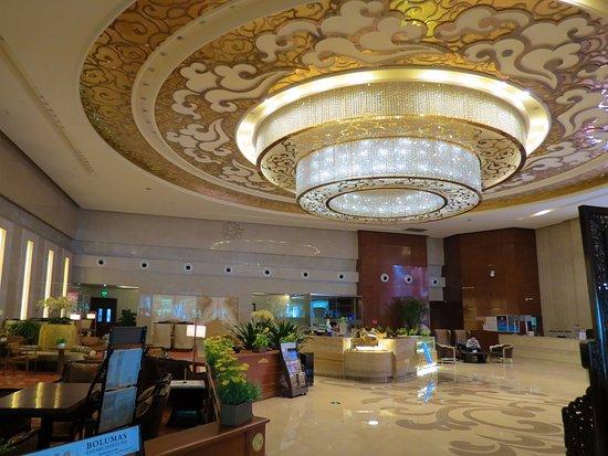 Ritan Hotel: Роскошное лобби.