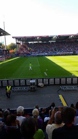Schwarzwald-Stadion: Spiel gegen Wolfsburg Saison 2014/2015 Timm Klose