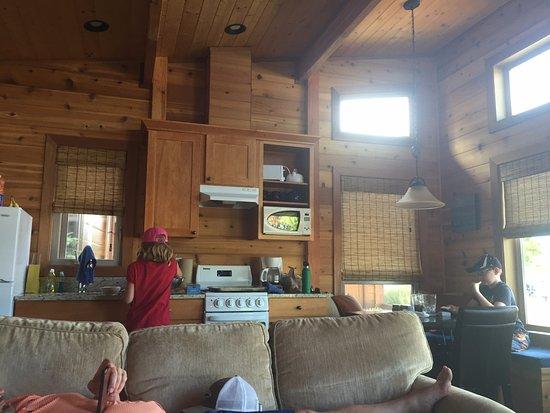 Snug Harbor Resort & Marina: Inside cabin #9.