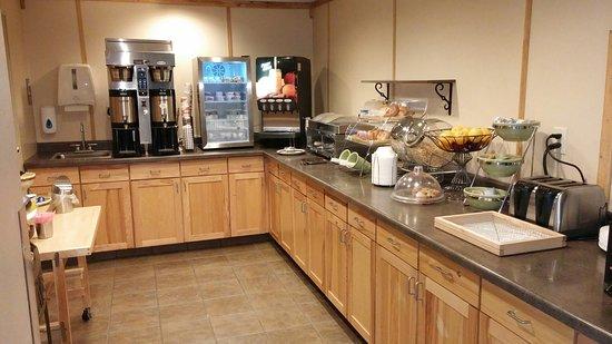 Rodeway Inn & Suites: 20160808_082942_large.jpg