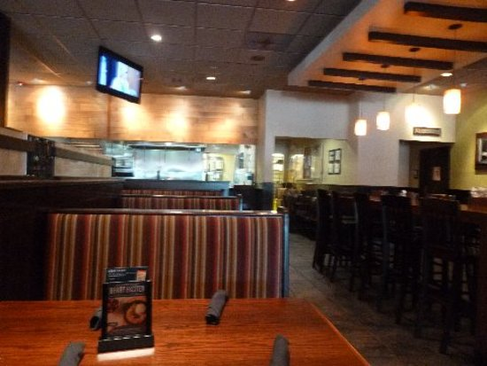 Carrabba's Italian Grill: Carrabba's  looking toward bar and back of restaurant