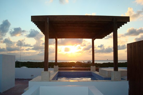 Chac Chi Hotel y Suites: Endless Sunsets